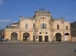 A Tordai Állami Színház egykoron kaszinó volt. Ma itt működik a Teodor Murăşanu Városi Könyvtár is.